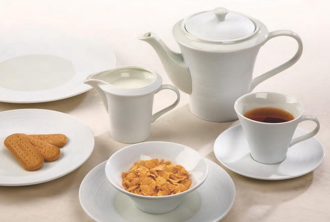Ceainice, vase pentru zahăr şi frişcă